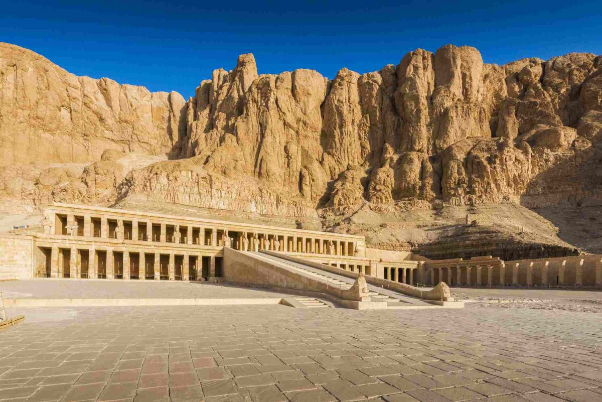 morning-time-at-valley-of-the-kings-in-luxor-city–egypt-951657442-5c1e008fc9e77c00011a4843